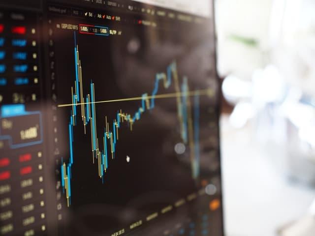כיצד סוחרים באופן עצמאי עם ליווי של בית השקעות?